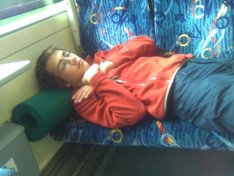 únava ve vlaku...